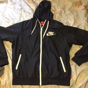 You are looking at a Nike windbreaker with hood xL